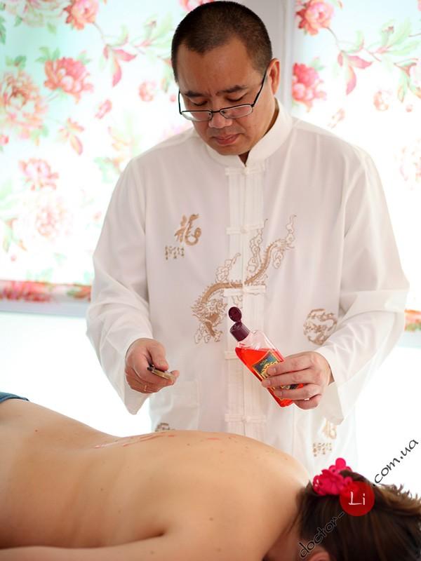 Доктор Ли Ган и массаж Гуаша